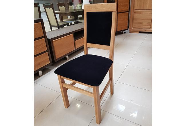 Krzesło dębowe Olo. Wybarwienie naturalne(lakier). Obicie Penta 20 Black