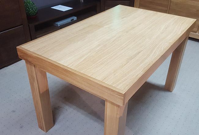 Stół dębowy w wybarwieniu naturalnym